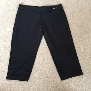 NIKE Black Dri-FIT Capri Yoga Pants - Large